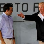 "Trump califica de ""corruptos"" a líderes de Puerto Rico por recuperación tras huracán"