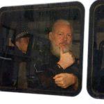 """EE.UU. acusa a Assange de """"conspiración"""" tras arresto en Londres"""