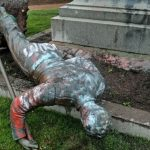 Trump ordena arrestos y prisión para quienes vandalicen o destruyan monumentos