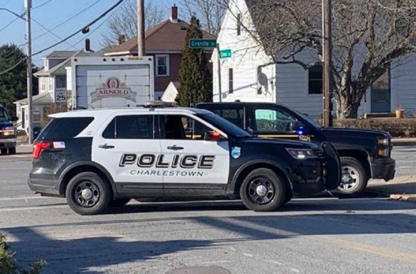 La policía estatal de Rhode Island investiga un accidente automovilístico fatal