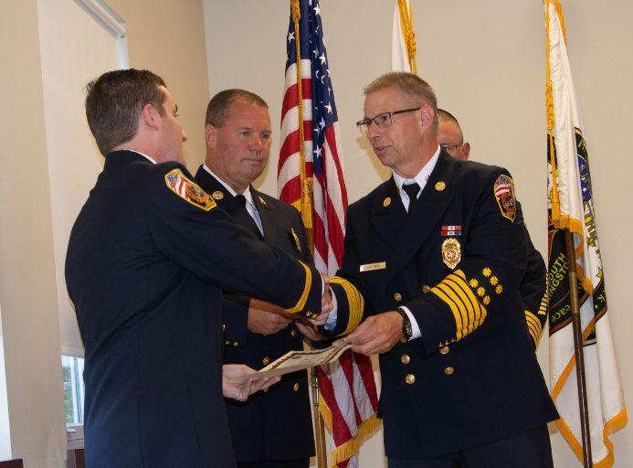 Union Fire District of South Kingstown honra a seis miembros que salvaron a un residente durante el incendio de una casa
