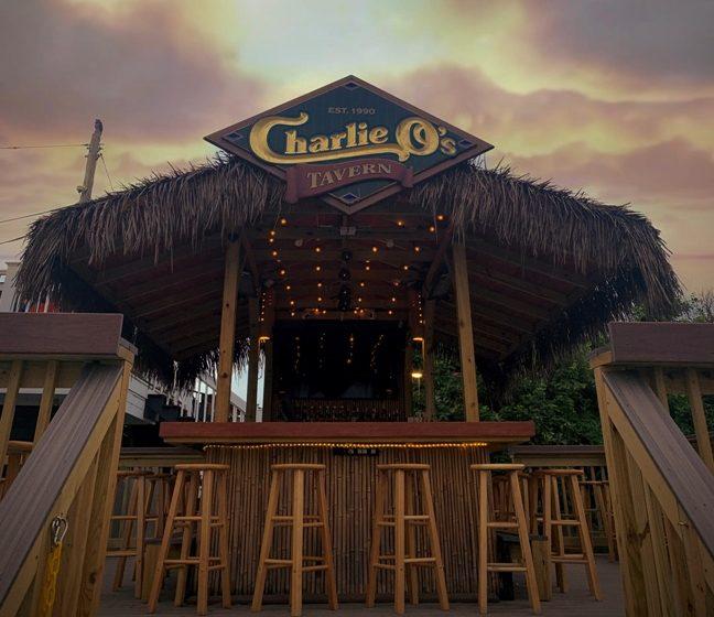¡Gran inauguración de la taberna Tiki de Charlie O!